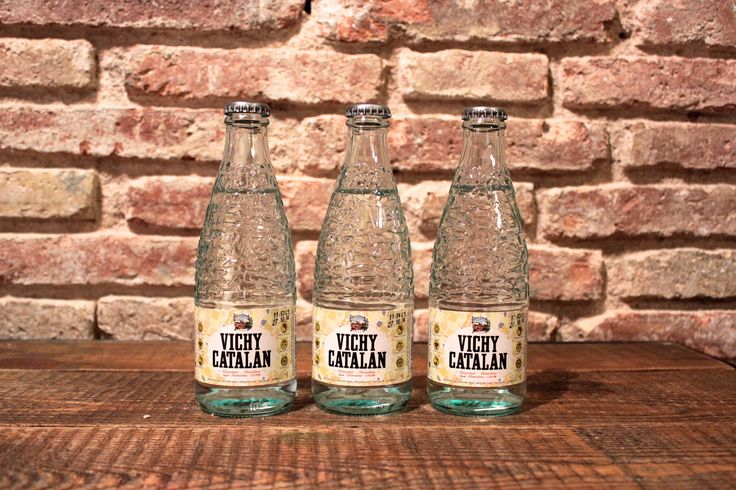 https://flic.kr/p/CKmaKa   Vichy Catalan genuina en botella de vidrio de 250 ml.