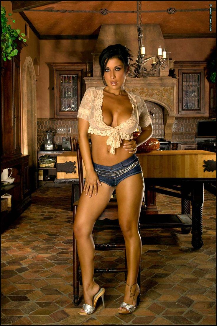 jessica canizales in jeans
