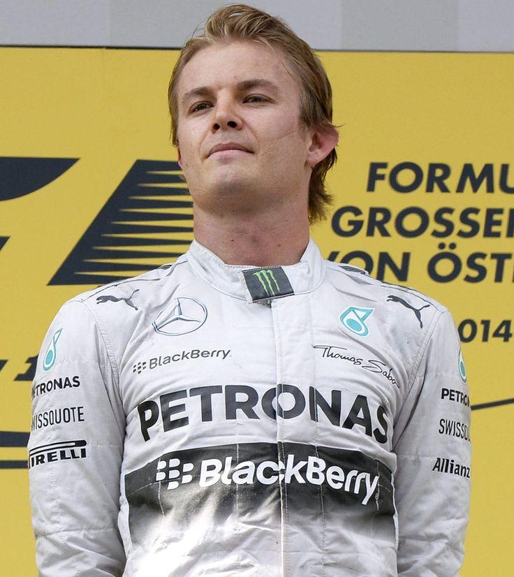 Nico Rosberg: Den Rennsport in den Genen - Der strahlende Sieger des ersten Formel-1-Grand-Prix von Österreich nach elf Jahren Pause kommt, so wie auch der letzte vor der Pause, aus Deutschland. Mehr zur Person: http://www.nachrichten.at/nachrichten/meinung/menschen/Nico-Rosberg-Den-Rennsport-in-den-Genen;art111731,1420623 (Bild: APA)