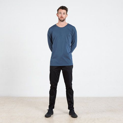 Long sleeve pocket t-shirt in Blue #dorsu #autumncollection #newcollection #menswear #fashion #basics #fashionessentials #cotton #ethicalfashion #tee #ethical #fair #wellmade #quality #comfort #black #minimal #modern #longsleeve #tshirt #winter17 #winter #aperfectday #perfectday #t-shirt #tshirt #simple