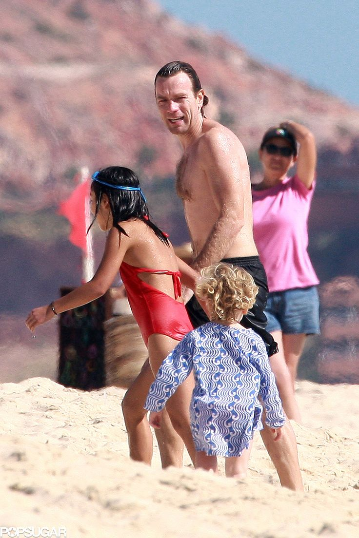 Ewan McGregor played with his daughters on the beach in Mexico.