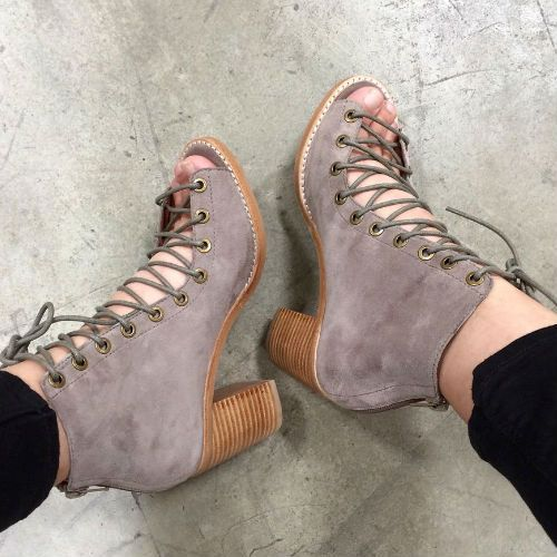 What's Hot! Open toe Booties Cors