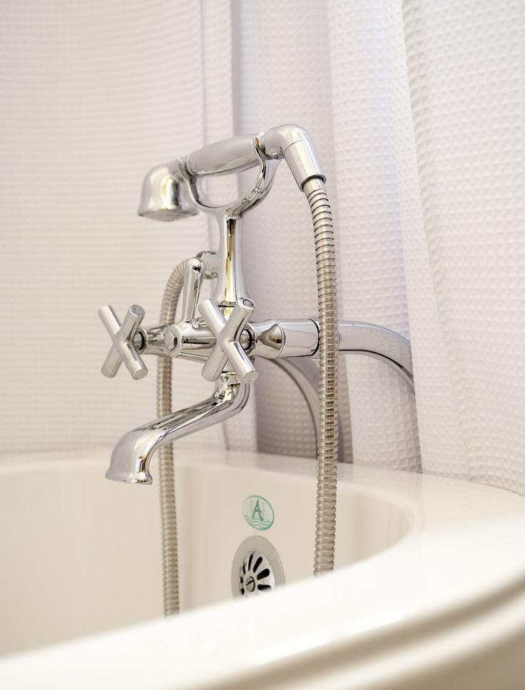 Bain sur pattes, salle de bain complète.