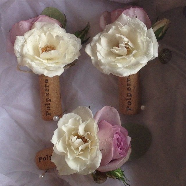 What a fun buttonhole for a winery wedding. Sneak peek from Amy and Daniels gorgeous winery wedding @polperrowineryredhill today. More pics to come, stay tuned:) #winery #wedding #melbourneflorist #melbournewedding #naomirosefloraldesign #buttonhole #corks