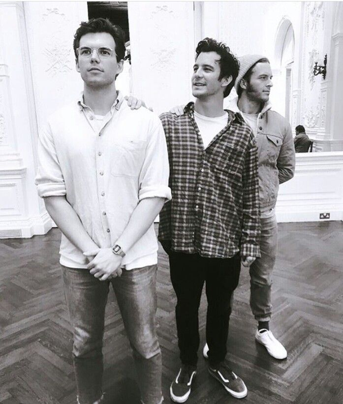 Colin, Benedict and Anthony Bridgerton 🍩👨🐝 (Luke Newton, Luke Thompson and Jonathan Bailey) | Livros de adolescentes, Netflix filmes e series, Romance de época