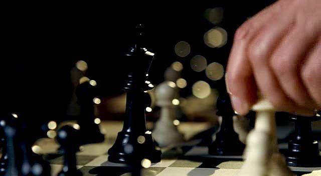 """""""Sfida senza regole"""" (Righteous Kill, 2008) di Jon Avnet, con Al Pacino e Robert De Niro #Scacchi #AlPacino"""
