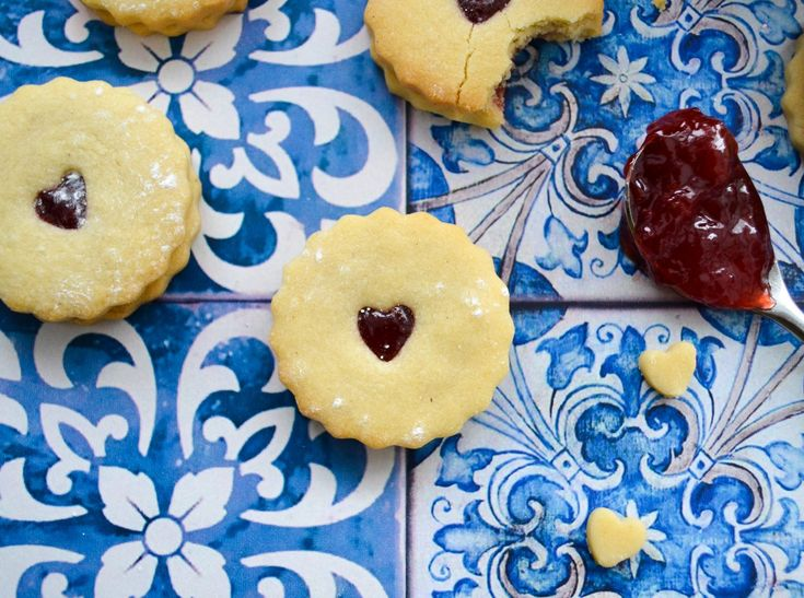 Easy homemade jammie dodgers - here's how to make your own jammie dodgers with a simple family recipe. This Homemade jammie dodger recipe uses a simple shortbread biscuit and strawberry jam.