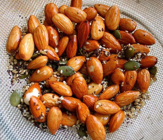 Защо и как да накисваме суровите ядки, семена, зърнени и бобови?