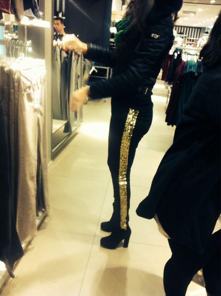 pantaloni con paillettes dorate