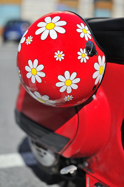 I would love to have a moped with this helmet!