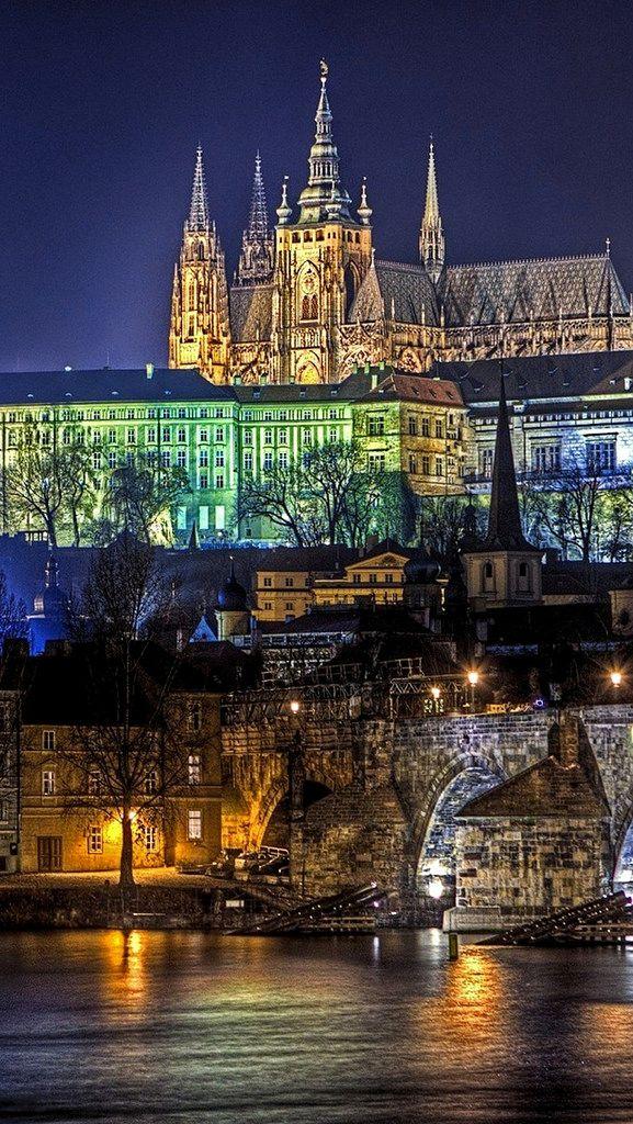 Vista nocturna de Praga República Checa.