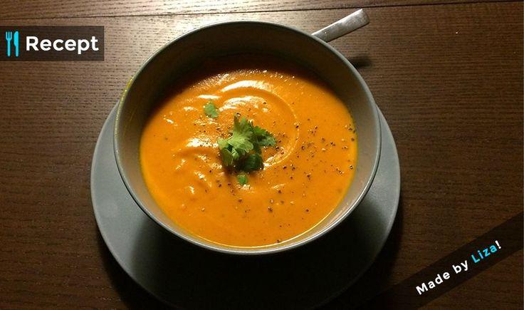 [Recept] WK SOEP!  Ingrediënten: - 1,5 liter groentebouillon - 1 pompoen - 1 ui - 1 grote aardappel - 1 rode paprika - 3 teentjes knoflook - 1 blikje tomatenpuree - Verse koriander (naar smaak) - 125ml magere Griekse yoghurt - 2tl kokosvet - peper en zout   Voedingswaarden: 401 calorieën 19 gram eiwitten 67 gram koolhydraten 8 gram vetten   Bereidingswijze: 1. Snipper de ui en snijd de paprika en aardappel in blokjes. 2. Schil de pompoen, verwijder de zaden en snijd in kleine stukken. 3…