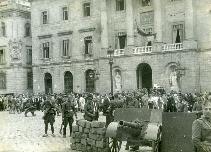 Fets d'Octubre de 1934 (IV)    La plaça de la República després dels Fets d'Octubre.