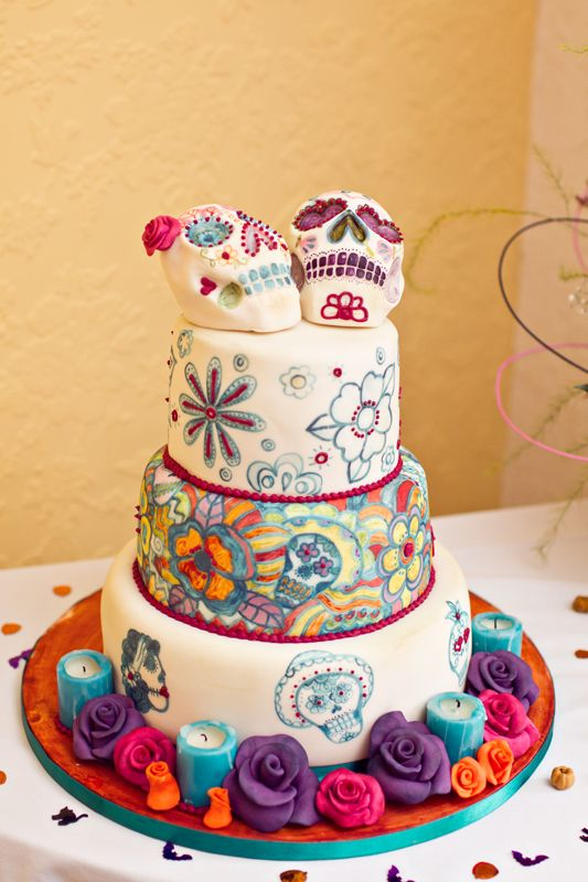 Day of the Dead Wedding Cake -- I like this idea even for a normal birthday cake. Very artistic !
