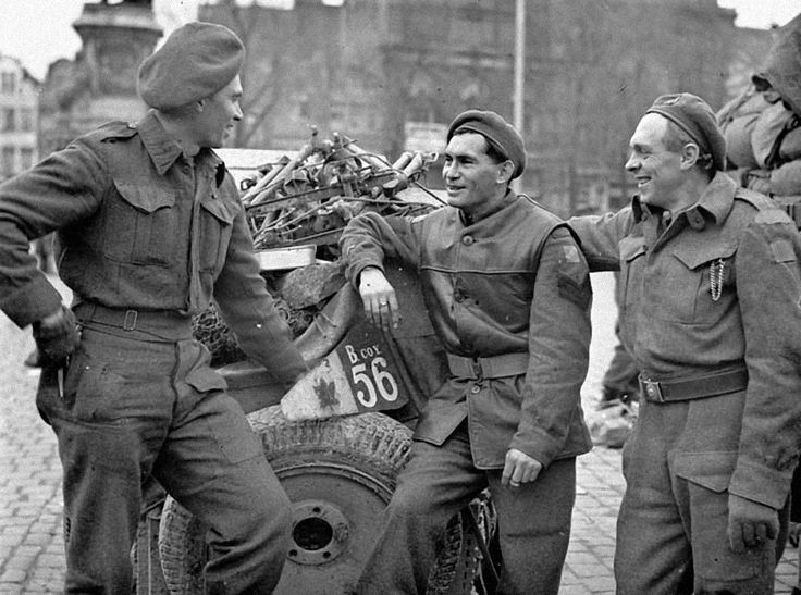 Three soldiers of the Regina Rifles Regiment, who landed in Normandy on june 6, 1944, in Gent, 8 november 1944.