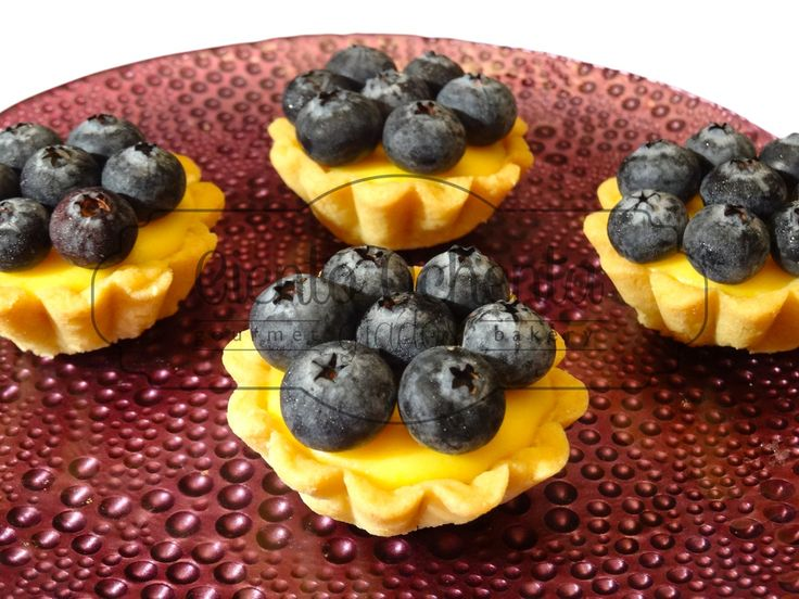 Mini tartaleta de curd de maracuya con arandanos