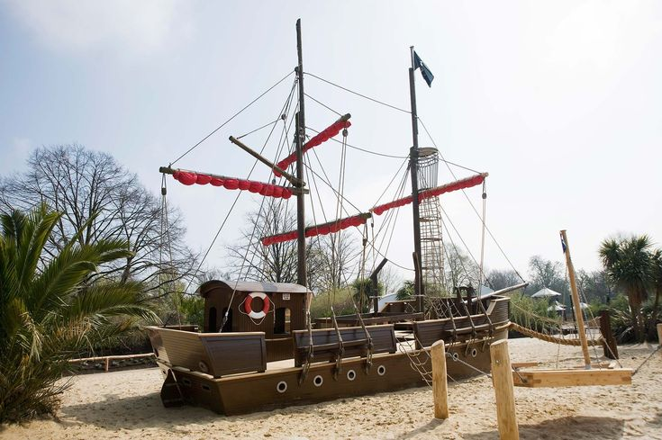 Open 10am -7.45pm    Diana Memorial Playground Pirate Ship   Queue to get in, only adults with children