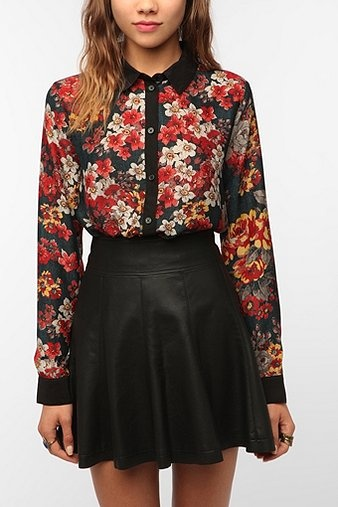 Floral and leatherUrban Outfitters, Floral Prints, Contrast Collars, Leather Skirts, Collars Buttons Down, Blue Floral Skirts Outfit, Buttons Down Blouses, Kimchi Blue, Blue Contrast