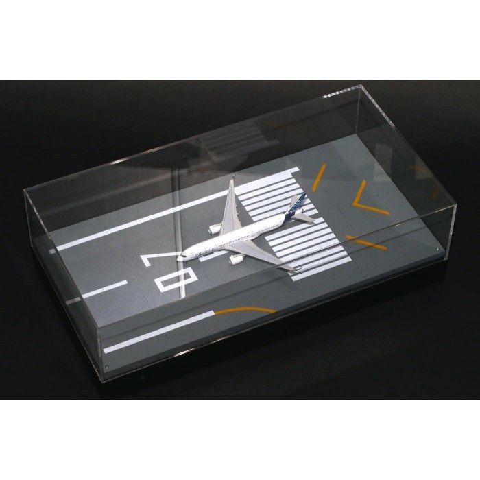 Display Case Runway 07R with LED 1/400