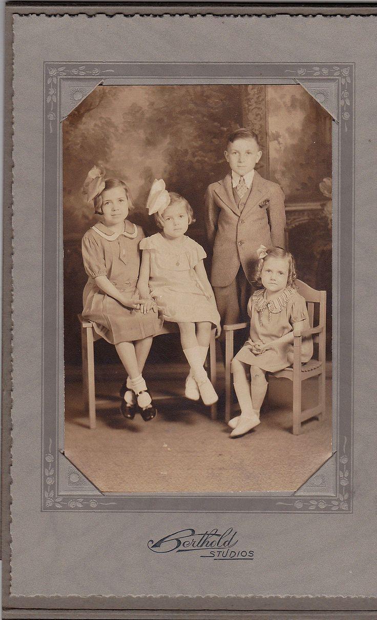 Антикварный шкаф карта фотография четыре очаровательные маленькие дети Бертольд студий | eBay