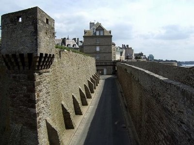 Saint-Malo: Favorite Places,  Dyke,  Dike, Travel And Plac, Dam, Castles Walkways, Brittany France, Favorite Pin, Great Ideas