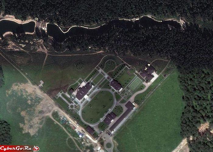 """Работал я недавно на даче Якунина. А это несколько десятков гектаров леса под Домодедово, где вырыли собственные озера, построили """"небольшой"""" гараж на 15…"""