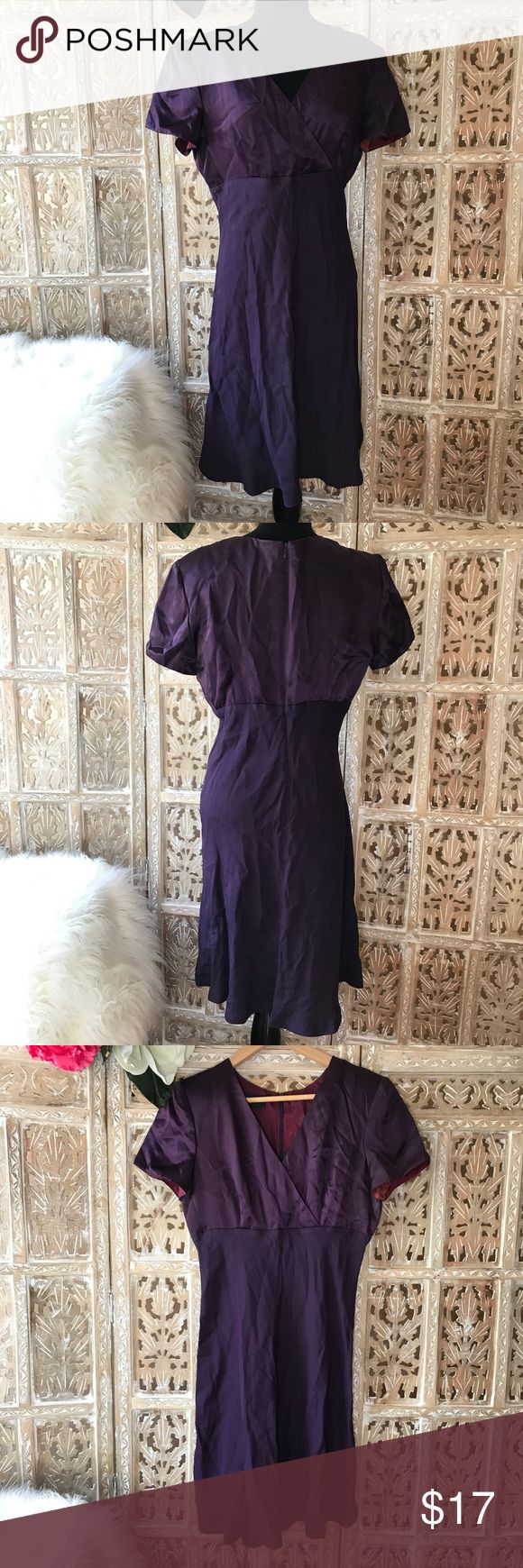 """[Donna Ricco] New York cocktail dress size 8 [Donna Ricco] New York cocktail dress size 8. Across chest about 18 1/2"""". Dress length about 39"""". V-neck. Shoulder pads. Zipper at back. Fully lined. Very good condition. It just needs some steaming. Donna Ricco Dresses"""