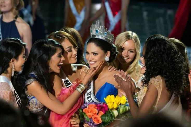 Miss Malaysia Vanessa Tevi's kind gesture to the newly crowned Miss Universe Pia Wurtzbach won hearts