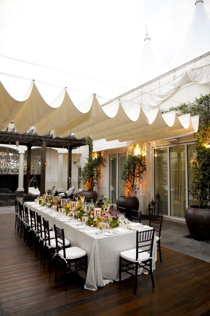 Beautiful wedding decor mohogany chiavari chairs for Indoor and outdoor wedding venues