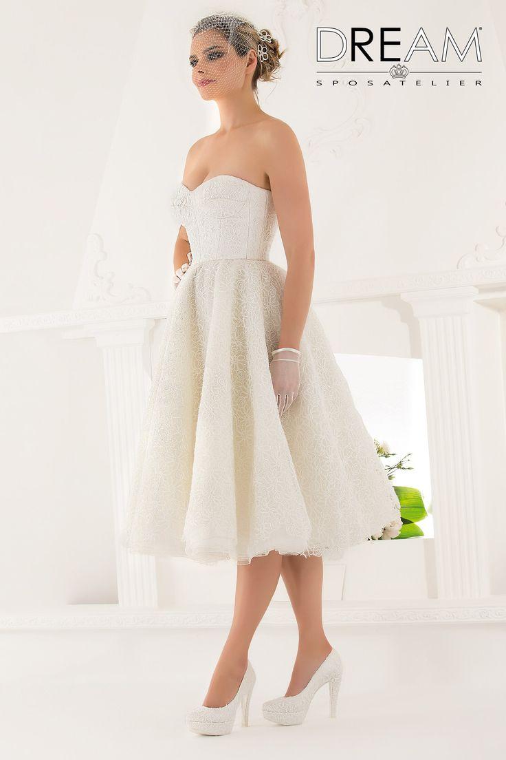 """DREAM SPOSA ATELIER Abito da sposa corto in pizzo """"Mod. GIOIA """" Bridal dress in lace """"Mod. GIOIA"""" #dreamsposa #dreamsposaatelier #abitidasposaroma #abitidasposa #bridaldresses #wedding #bridaldesign #hautecouture #fashion #moda #altamoda #abitidasposaesclusivi #modasposa #nonsolomoda #catwalk #paris #london #milano #newyork #vestitidasposa #vestitidasposaroma"""