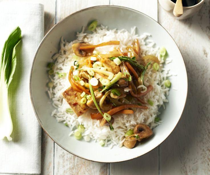 Se pensate che il tofu ha poco sapore, quindi ancora non hai assaggiato questo piatto! Facciamo una marinata orientale deliziosa tofu e poi cuocerli insieme a croccanti verdure come carote e Bok Choy. In più, il buon gusto salsa Hoisin e un piatto fumante di basmati riso, a voi completamente in stile orientale.
