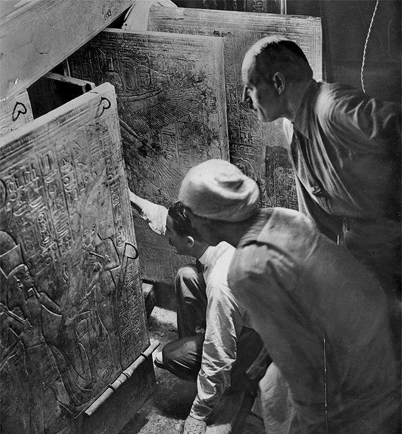 Howard Carter opens the grave of Tut Ench Amun. Egypt 1922