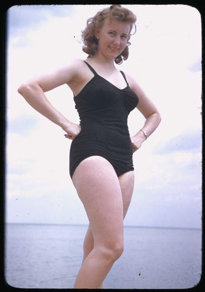 30 Stunning Vintage Portrait Photos of Women in Bathing ...