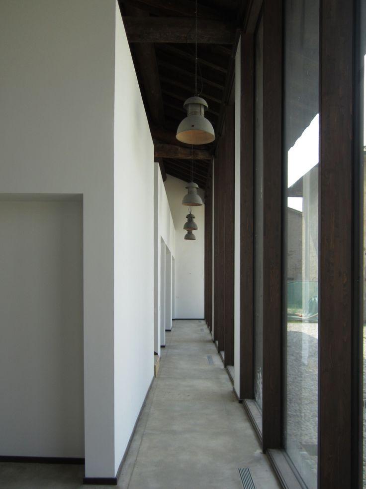 Riuso contemporaneo di un edificio agricolo in chiave minimale #architettura #interior