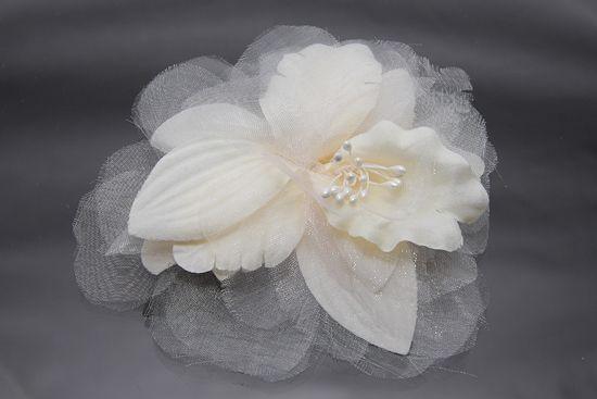 változatos hajdíszek, virágok többféel színben