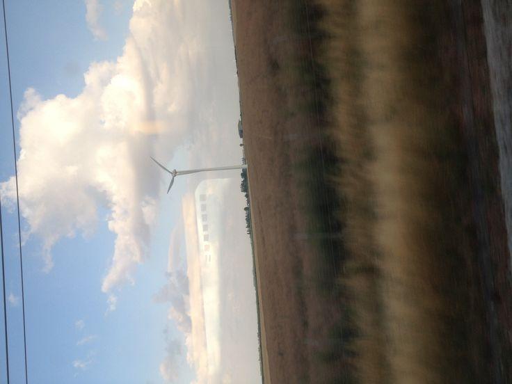 Éolienne dans le champ