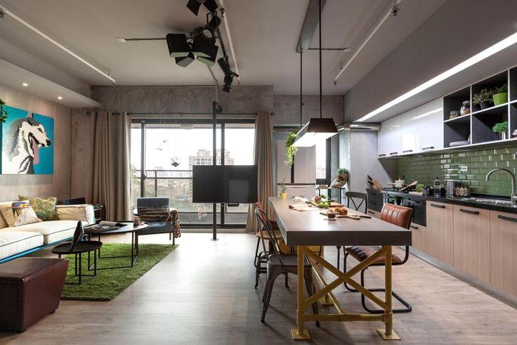 Uno spazio unico, aperto, permette alla zona living e alla cucina di beneficiare entrambe della luminosità del balcone. Sono così stravolte le norme tradizionali delle case taiwanesi, che posizionano la cucina in un angolo scuro e separato.