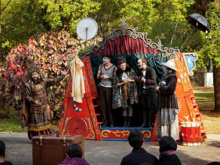 """""""A Condessa e o Bandoleiro"""" e """"O Tribunal de Salomão e o julgamento das meias-verdades inteiras"""" serão apresentados no CEU Inácio Monteiro, no Parque do Rodeio e no Parque Severo Gomes."""