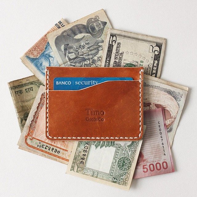 What does your currency look like? / Como es tu moneda? #timogoods #leather #wallet #handmade #madeinchile #shippedworldwide