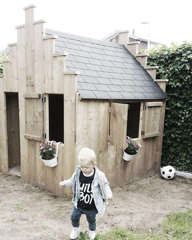 [ Bijna af! ] • Dak zit er op, nu de deur nog en nieuw gras er in!  • • • #Speelhuisje #speelhuis #tuinhuisje #kinderhuisje #huisje #steigerhout #steigerhouthuisje #steigerplank #xemseigenhuisje #tuin #kijkjeindetuin #kijkjeinhuisvolliefde #buitenleven