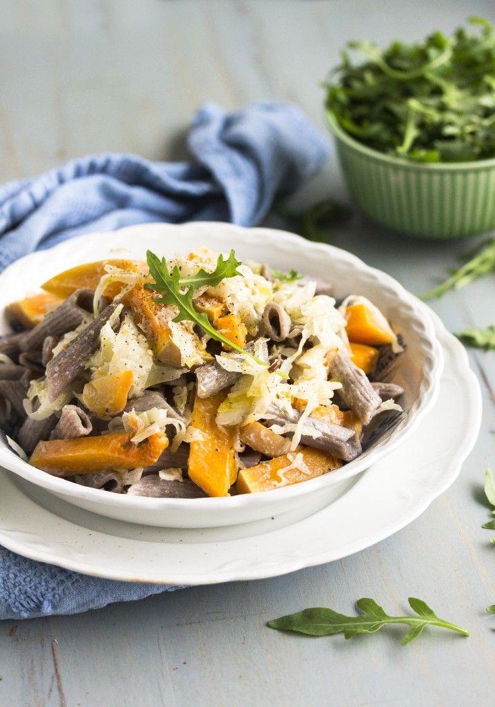 PASTARUOKIIN: Bataatti-hapankaalipasta. Outi Rinteen kehittämä pastaresepti vie kielen mennessään - ja piristää kummasti näin kaamoksen aikaan. Kokeile ja ylläty!