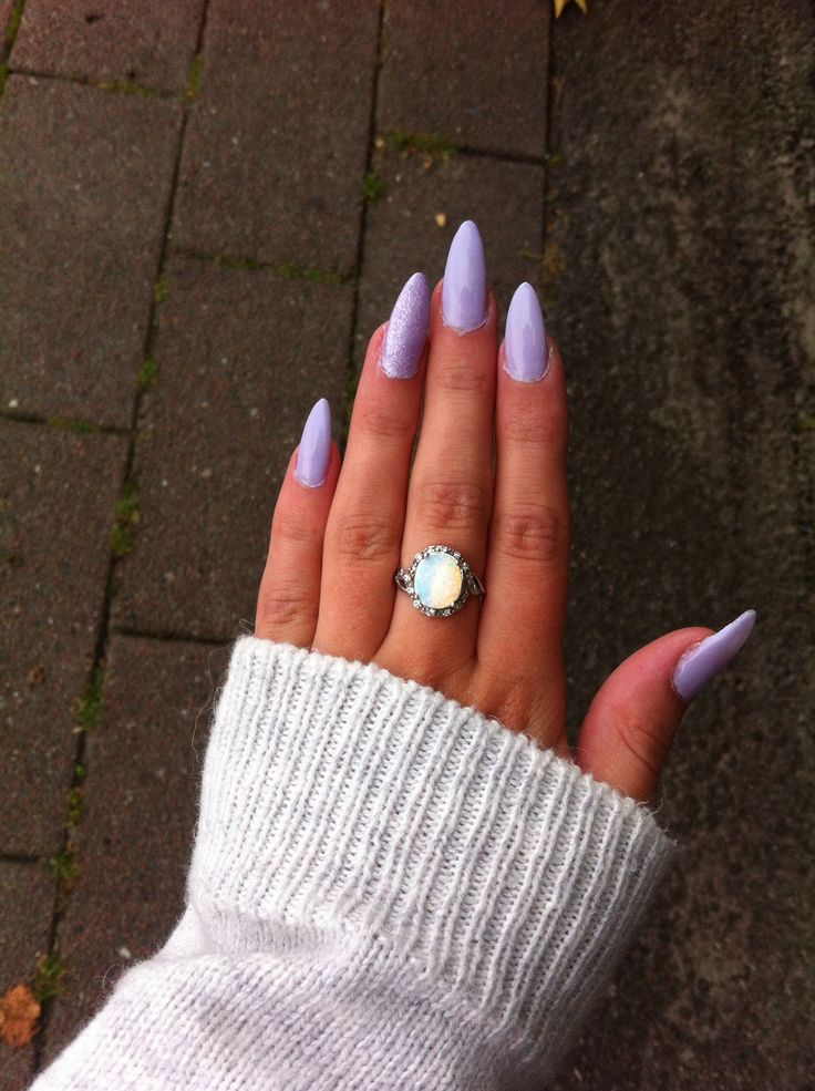 Just did my nails. Light purple stiletto shaped with one glitter nail ❤️
