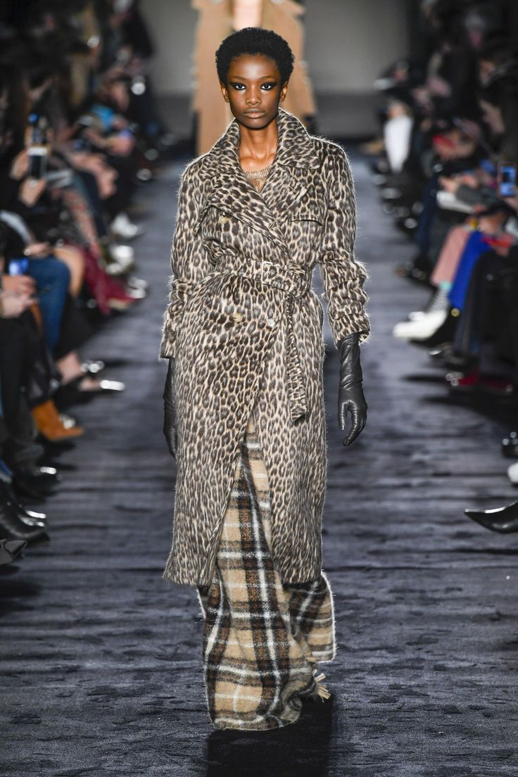 https://www.vogue.com/fashion-shows/fall-2018-ready-to-wear/max-mara/slideshow/collection#17