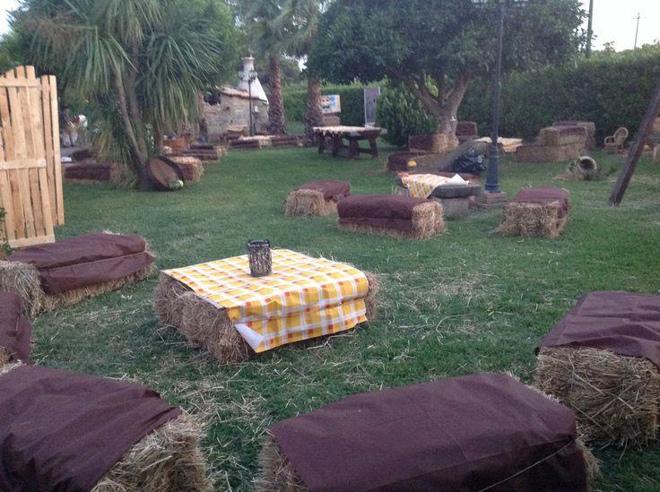 Festa cowntry nel mio giardino per il 18 compleanno di mio figlio Michele . Invitati vestiti a tema cowboy, per bomboniera ho regalato a tutti un cappello da cowboy