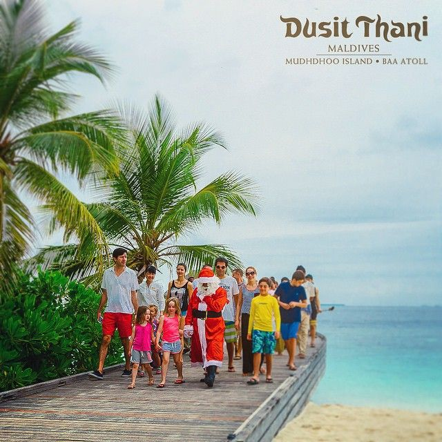 Santa visiting Dusit Thani Maldives - kids young and old giving warm welcome. #DusitThaniMV #festive #Christmas #santa #magicalseason