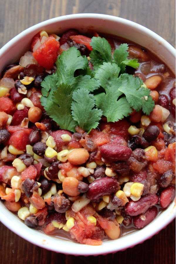 Blog post at Tammilee Tips : Hello YUM!!!!  That is how I would describe this Crock Pot Vegetarian Three Bean Chili! Oh my YUM!  There are just so many things I love[..]
