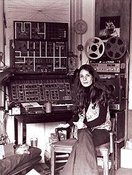 The composer Laurie Spiegel in her apartment in 1971. Rediscovering the Electronic Music Godmothers - NYTimes.com