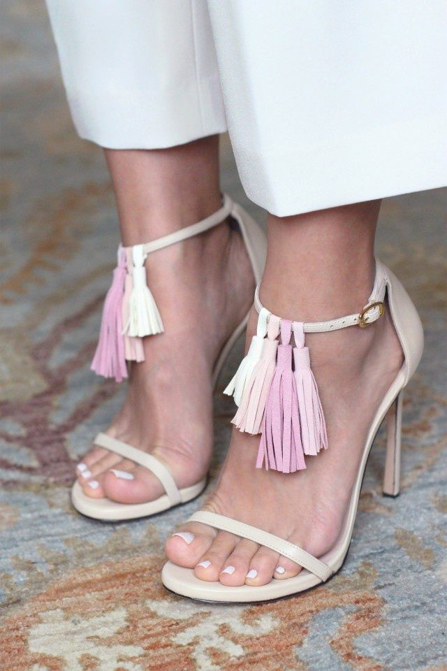 How to decorate sandals with leather tassels (Diy)