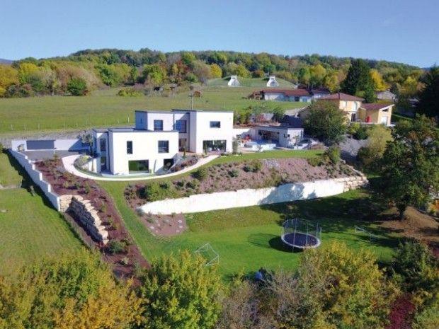 La maison Horizon PRIX DE VENTE DE LA MAISON (HORS FONCIER) : 750.000 € TTC SURFACE PLANCHER : 295 m2 COÛT PAR M2 DE SURFACE PLANCHER : 2.542 € TTC ARCHITECTE : ATELIER THIERRY ROCHE SURFACE DE LA PARCELLE PRIVATIVE : 2.700 m2