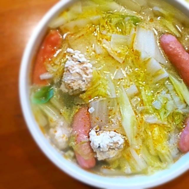 雪がちらついてきた(*^^*) 夫も出張から帰宅したので、 カンタンにシンプル鍋ランチ♩ - 1件のもぐもぐ - フワフワ鶏つくね鍋♩ by lunasol001